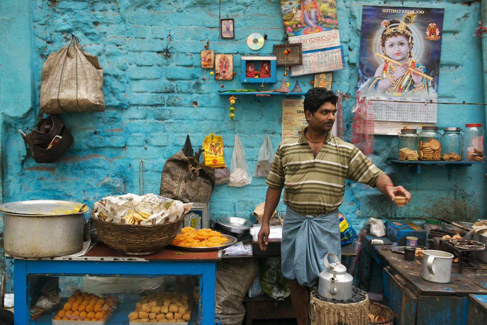Photograph of an Indian street food vendor